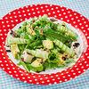 Фото к позиции меню Салат со шпинатом, рукколой, авокадо и фетой