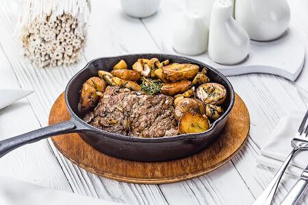 Отбивная с картофелем и грибами