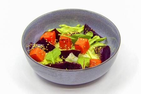 Салат с тыквой и маринованной свеклой