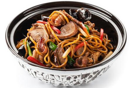 Удон с говядиной в китайском устричном соусе