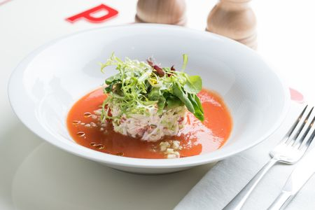 Салат с камчатским крабом и томатным кули