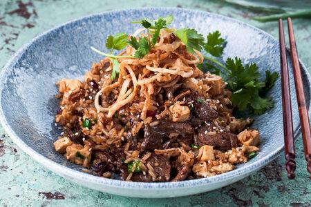 Жареный рис с говядиной