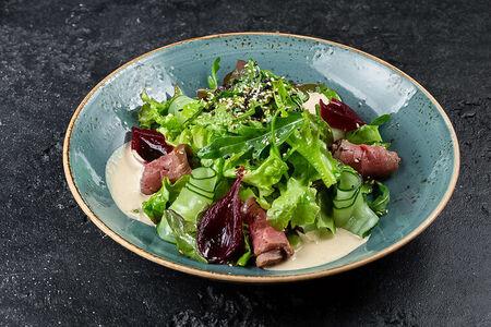 Салат из розовой говядины