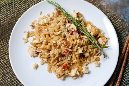 Жареный рис с яйцом Кхау Пхат