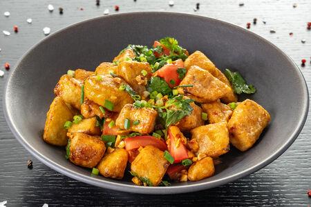 Салат теплый из баклажанов с жареным арахисом