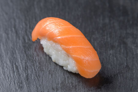Суши с лососем
