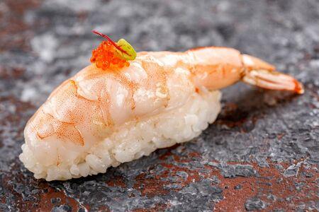 Нигири суши с креветкой