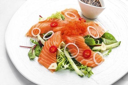 Салат с сашими из лосося