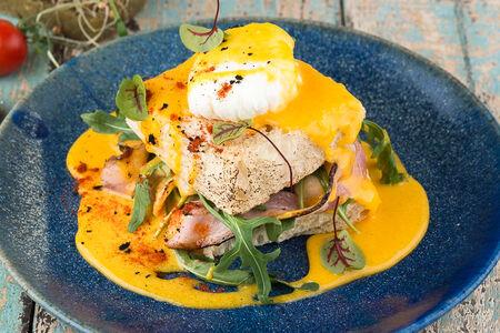 Яйцо пашот с беконом