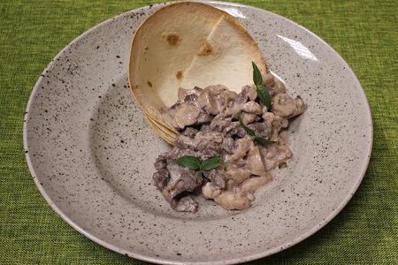 Телятина с грибами в винном соусе