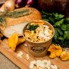Фото к позиции меню Каша кукурузная с лисичками и сыром сулугуни