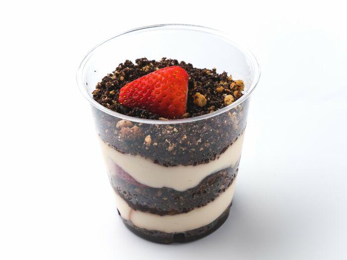 Десерт с клубникой и заварным кремом