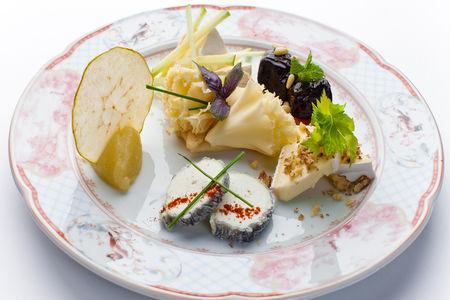 Ассорти сыров с фруктами