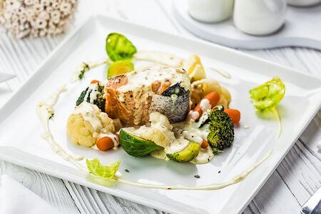 Спинка лосося с овощами
