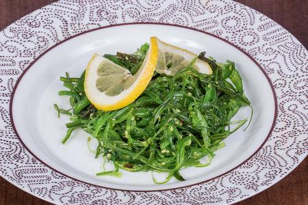 Салат с морскими водорослями