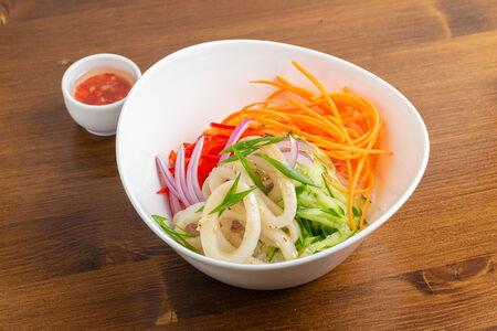 Салат с фунчозой и кальмаром