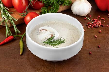 Крем-суп из лесных грибов с гренками