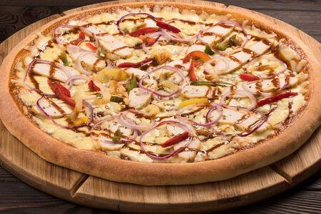 Пицца куриная с соусом барбекю