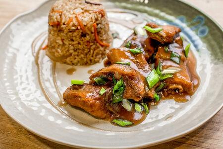 Рёбрышки по корейски с жареным рисом