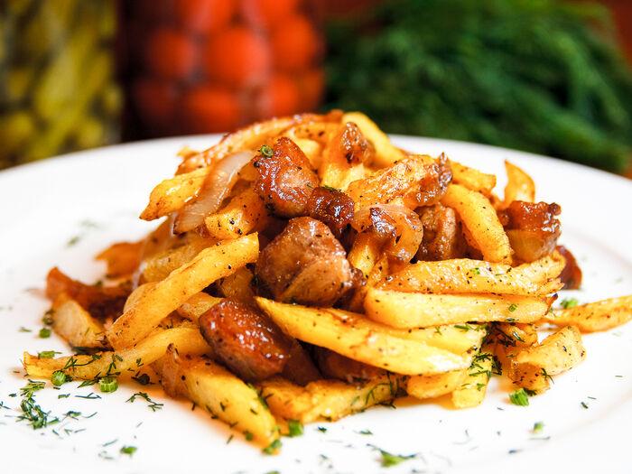 Картошка жареная со свининой