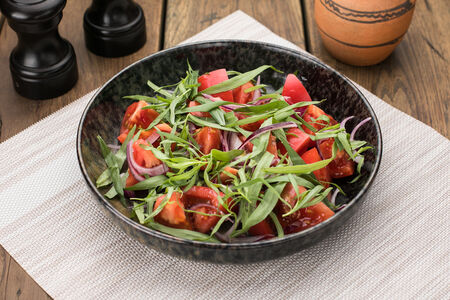 Салат из помидор с тархуном