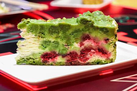 Торт Фисташко-малиновый