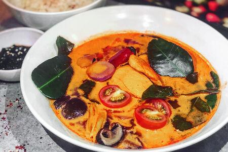Суп Том Ям Чикен на кокосовом молоке