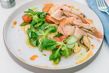Салат морепродуктами и кабачком