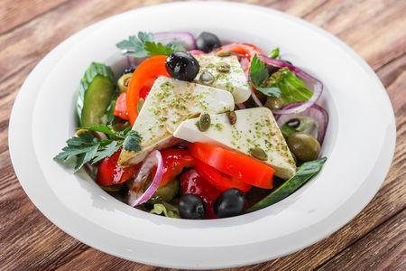 Салат Овощной с греческим сыром