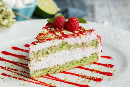 Йогуртово-малиновый торт