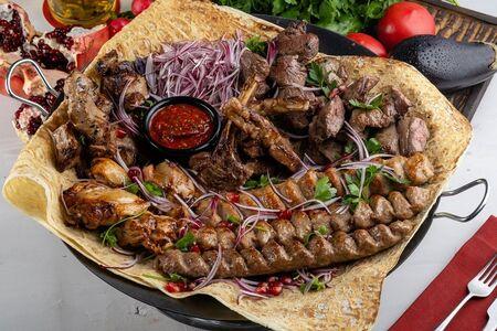 Большая тарелка шашлыков и люля-кебаб