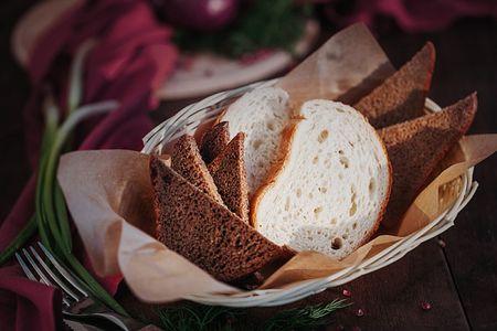 Хлебная корзина с сырным кремом