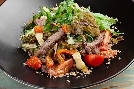 Салат с телятиной гриль и печеными овощами