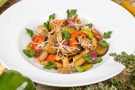 Пенне Карнэ с телятиной и овощами