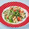 Фото к позиции меню Салат с рукколой, шпинатом и жареным адыгейским сыром