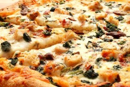 Пицца курица со шпинатом