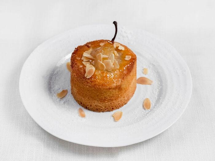Пирог с грушей и миндальным кремом