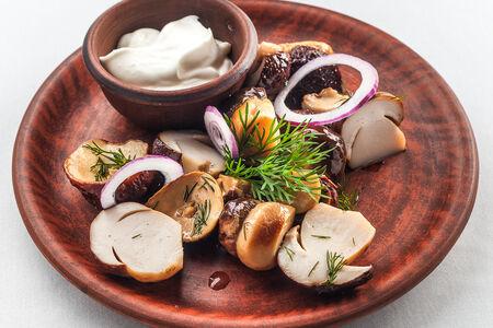 Белые грибы солёные