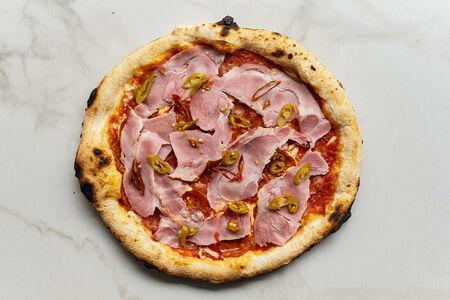 Пицца с чоризо и копченой шеей