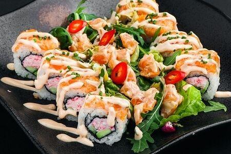 Ролл-салат Босутон со спайси лососем Блэк