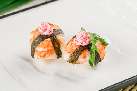 Темари-суши с креветкой