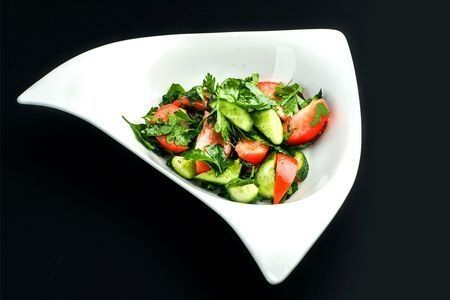 Салат овощной с травами