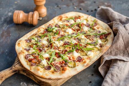 Пицца Охотничья с руколой