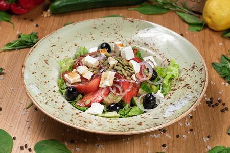 Салат Свежие овощи с греческим сыром