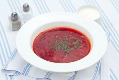 Красный борщ с говядиной и фасолью