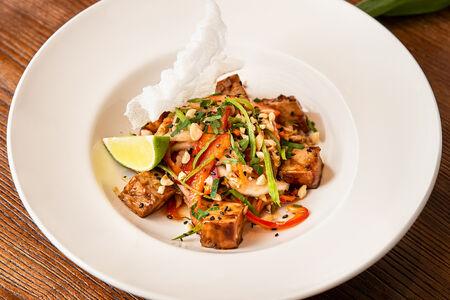 Китайский салат с курицей терияки