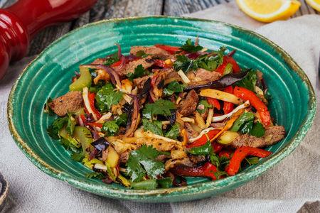 Гриль-салат с бараниной