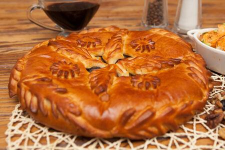 Пирог с говядиной и черносливом