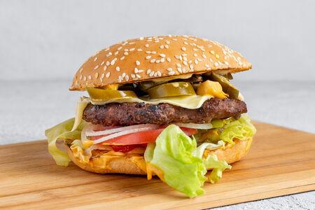 Бургер Халапеньо Вау