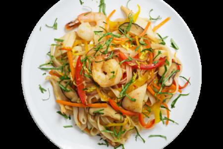 Лапша рисовая с морепродуктами и овощами